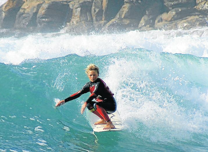 OLD-SCHOOL STYLE: Kye Macgregor puts his toes on the nose of his longboard in a classic hang-five move at Inner Pool in Mossel Bay during the recent SA Longboard Championships. Picture: ROBBIE IRLAM