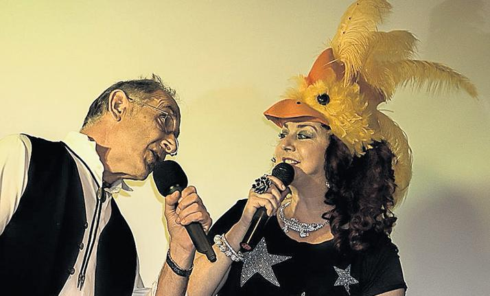 TWO HEADS ARE BETTER THAN ONE: Rob Knowles and Flame singing together at their previous show at 43 Air School in May. The duo will be back at the Air School Bistro on Saturday July 9 for their brand new 'Christmas in July' show. Picture: WARREN WILLIAMS