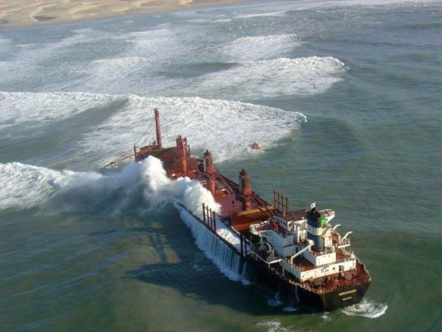 COASTAL CASUALTY: The bulk carrier Kiperousa when it ran aground near Hamburg 11 years ago